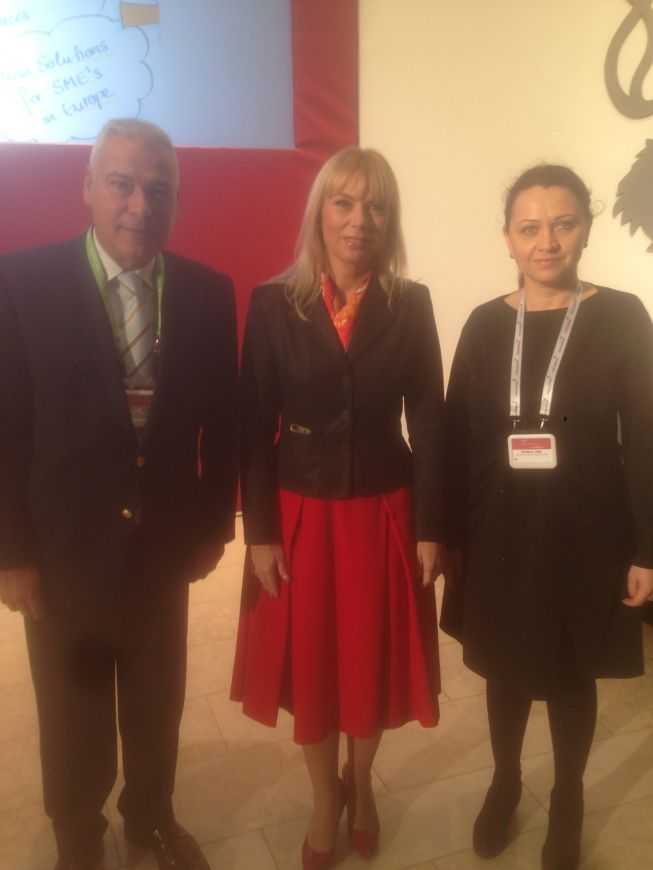 photo of the EESC Members with EC Commissioner, Elzbieta Bienkowska