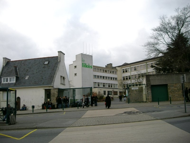 Ms Ouin visits the school Le Lykès, Quimper, France