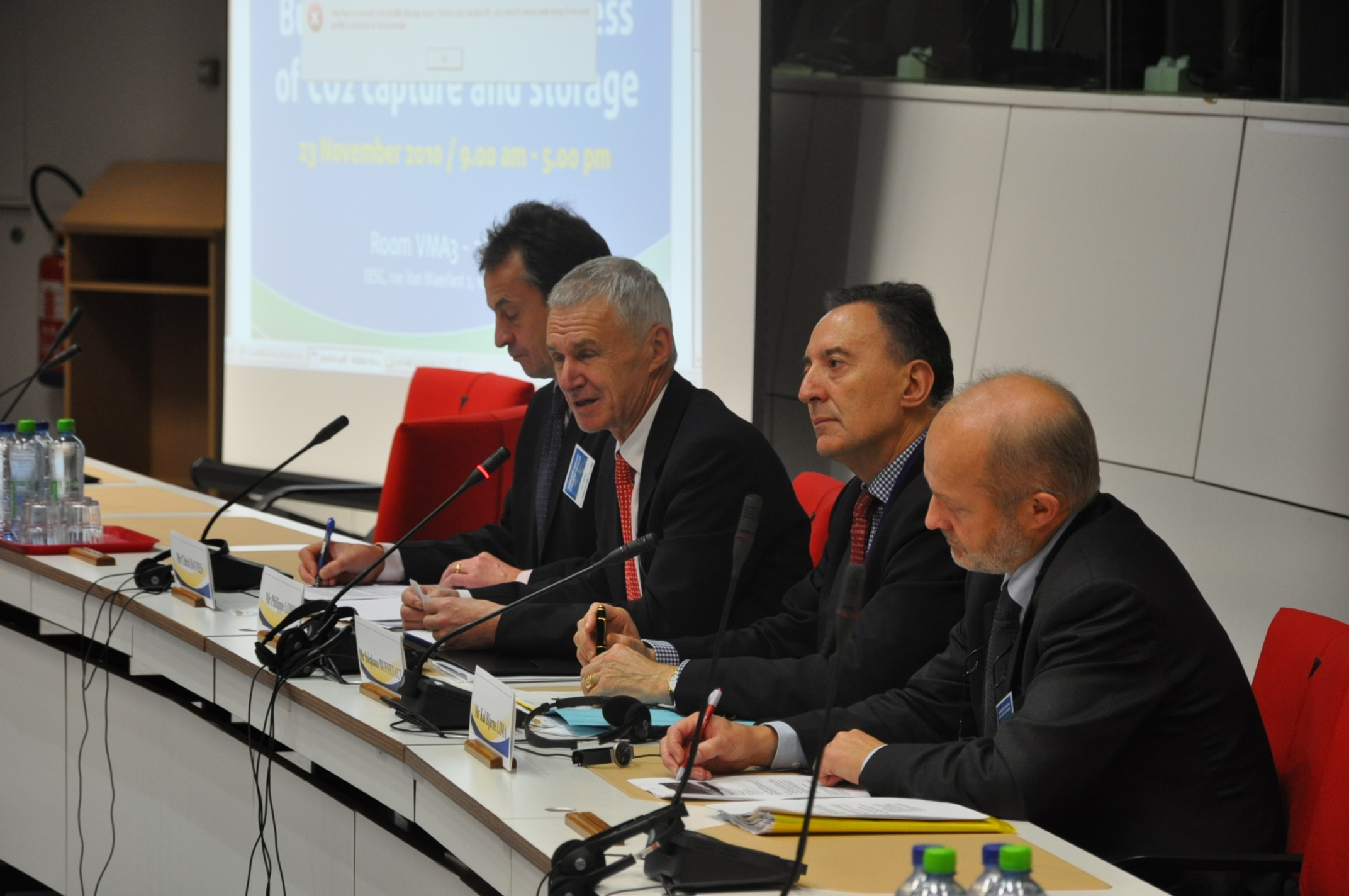 "Photosof the event ""Building public awareness of CO2 capture and storage"""