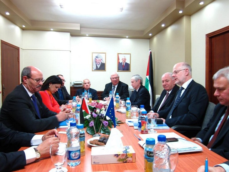 Photo 07 : 30.11. Meeting with Mr Abu Libdeh, Palestinian Minister of Trade and Economy