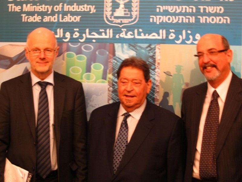 Photo 04 : 29.11. Mr Nilsson (Pres. EESC), Mr Ben Eliezer (Minister of Trade, Industry and Labour of Israel), Mr Talmon (Pres. ESC of Israel)