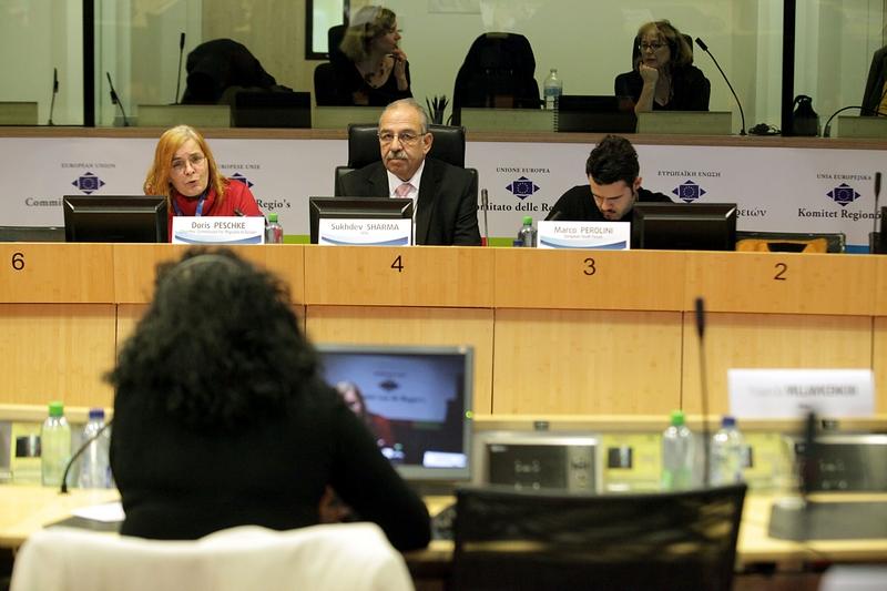 Photo 07 : Roundtable B panel: Doris Peschke (facilitator), EESC Member Sukhdev Sharma (moderator), Marco Perolini (rapporteur)
