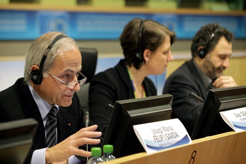 Photo 08 : Roundtable A panel: Josep Maria Felip (facilitator), Eva Schultz (EC)(moderator), Tarafa Baghajati (rapporteur)