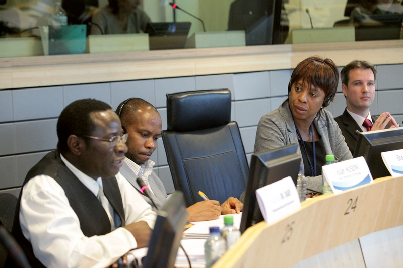 Photo 10 : Roundtable D panel: Issah Husseini (rapporteur), EESC Member Brenda King (moderator), Michael Van der Cammen (facilitator)