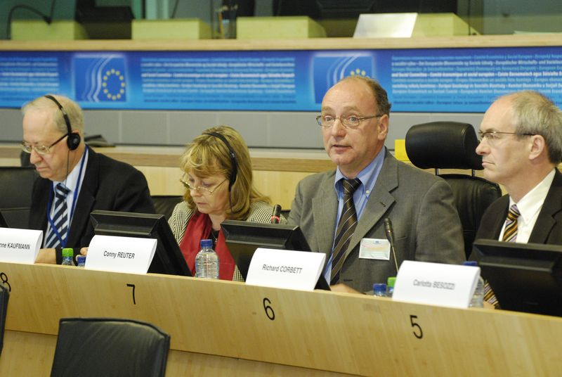 Paolo Ponzano, Principal Adviser on Institutional issues to Catherine Day, Secretary General of the European Commission, Sylvia-Yvonne Kaufmann, MEP, member of the Committee on Constitutional Affairs, Conny Reuter, Secretary General of SOLIDAR,  Richar...