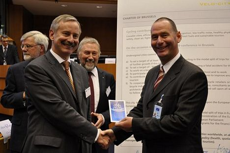 Siim Kallas, Vice-President of the European Commission was given his personal copy of the Lexicon by TEN President János Tóth