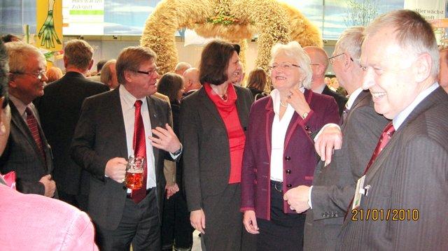 Mr Strasser expert, Mr Kallio EESC Vice-President, Ms Fischer Boel Commissioner, Mr Andersen NAT Secretariat, Mr Kienle EESC Member, Mr Kapuvari EESC Member