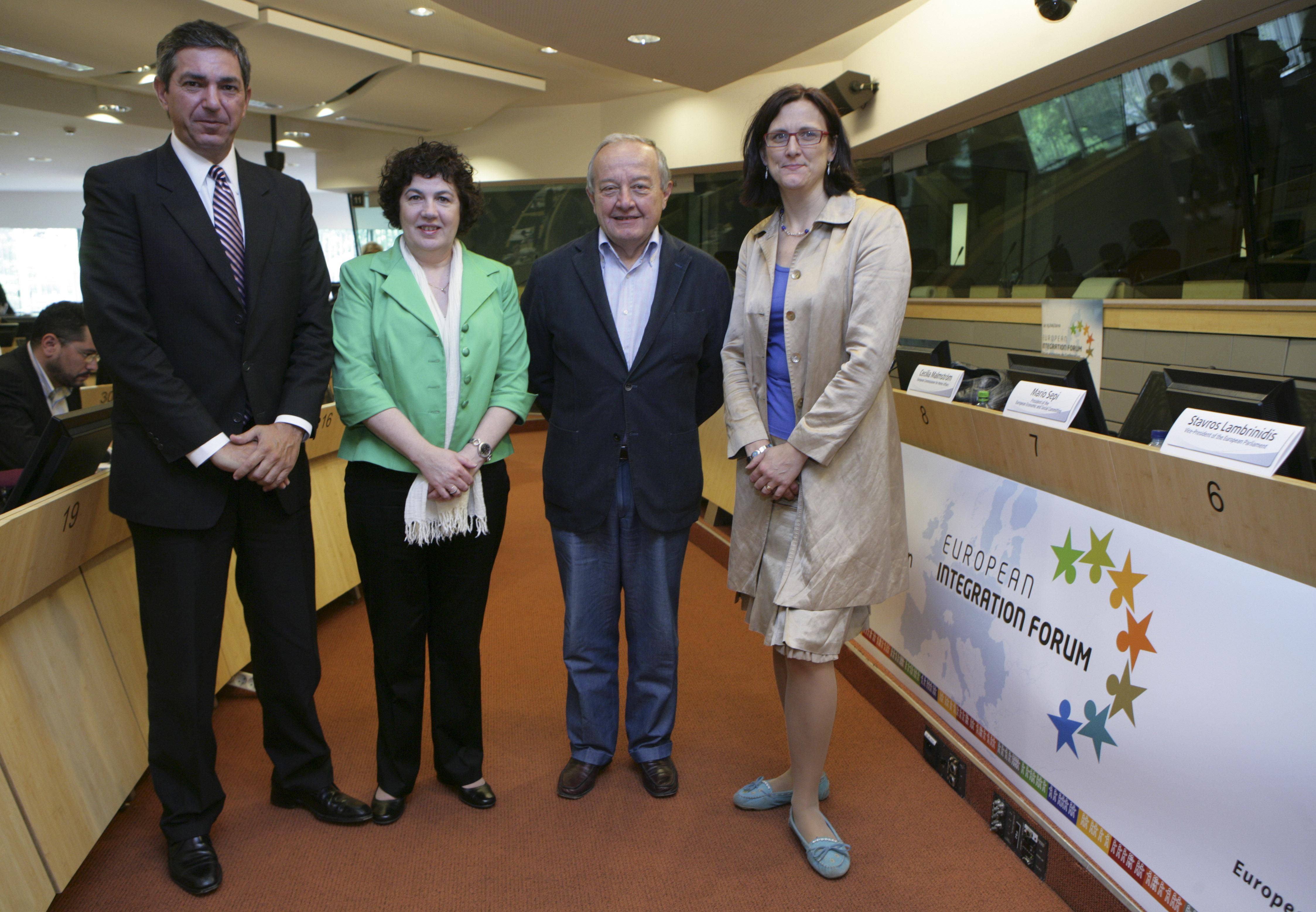 18. EESC President Mario Sepi with the key-note speakers: Mr Lambrinidis, Ms Rodriguez Pardo and Ms Malmström