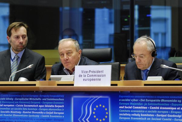 Martin Westlake, Secretary General of the EESC, EESC president Mario Sepi and Jacques Barrot, Vice-President of the European Commission (Responsible for Justice, Freedom and Security)
