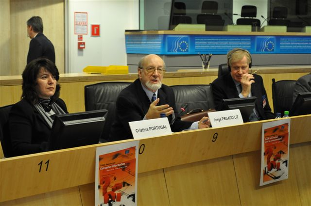 From left to right: Cristina Portugal, EESC expert, Jorge Pegado Liz, chairman of the SMO and rapporteur, Bryan Cassidy, chairman of the INT section