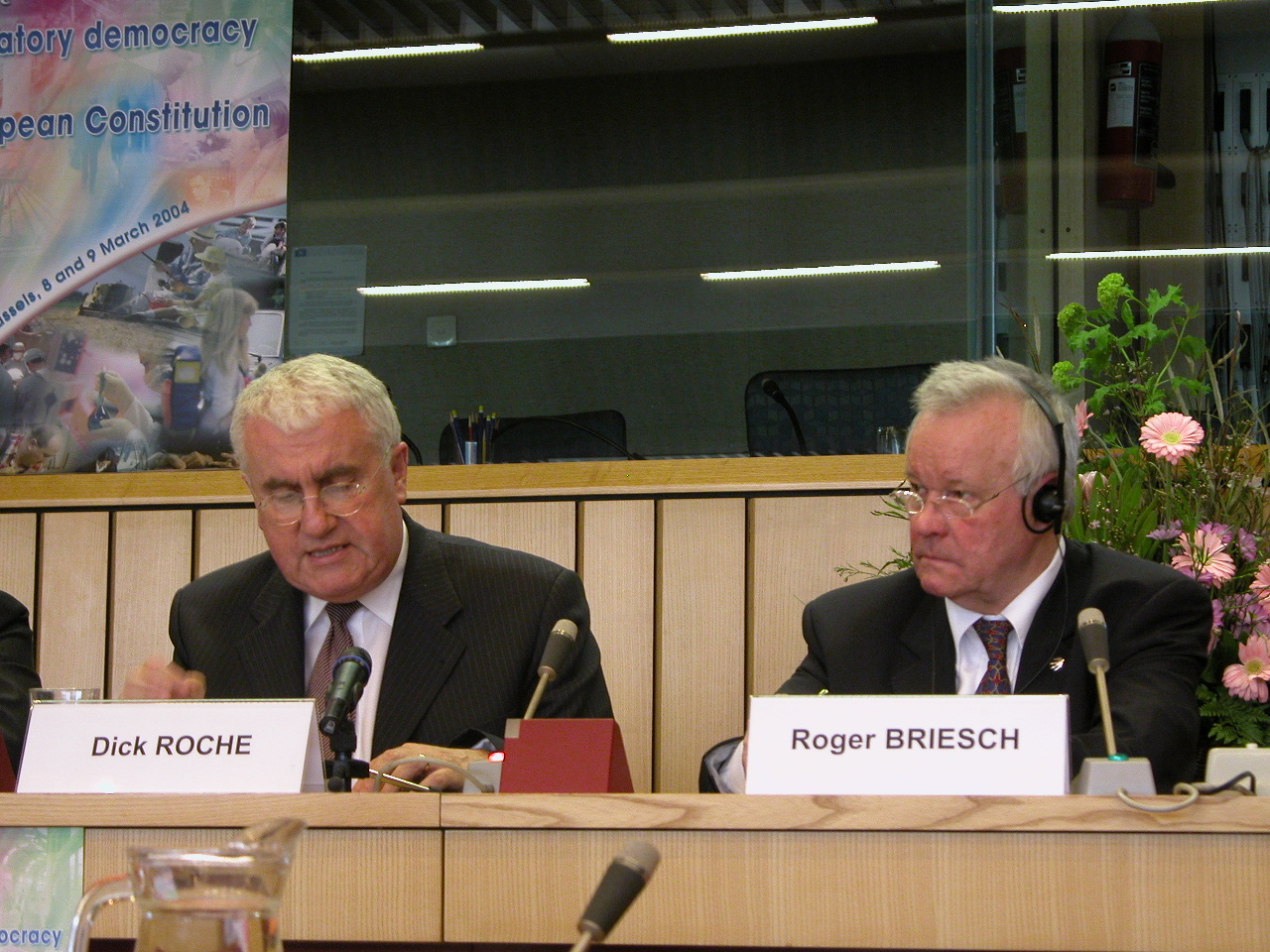 Mr Dick ROCHE T.D., Irish Minister of State for European Affairs and Mr Roger Briesch, President of the EESC