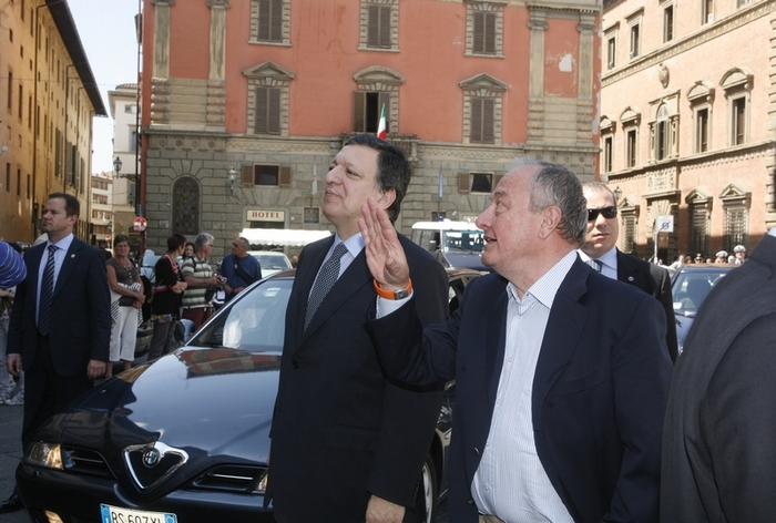 Mario Sepi welcomes the President of the European Commission, José Manuel Barroso