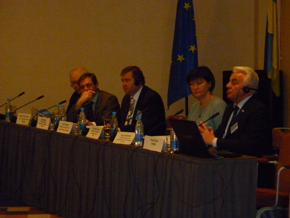 de gauche à droite: Mr Yankovskyi, Mr Pinto Teixeira, Mr Nadraga, Ms Akimova and Mr Khara