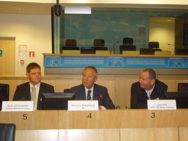 Mr Mitropoulos addressing the conference