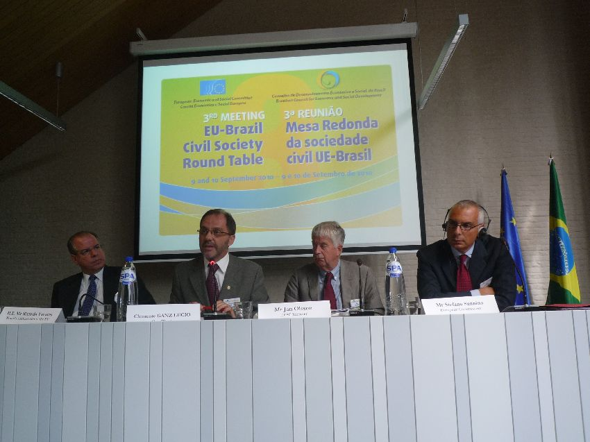 Opening session of the Round Table. From left: Mr Neiva Tavares, Brazilian Ambassador to the EU; Mr Lucio, Brazilian co-chair; Mr Olsson, European co-chair; Mr. Sannino, DG RELEX Director General