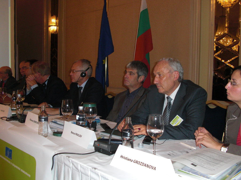 From right to left: Ms GROZDANOVA, from the Bulgarian SOLVIT Centre, Mr PAVLOV, Mr DIMITROV, member of the Economic and Social Council of Bulgaria and member of the EESC, Mr VELEV, member of the Economic and Social Council of Bulgaria