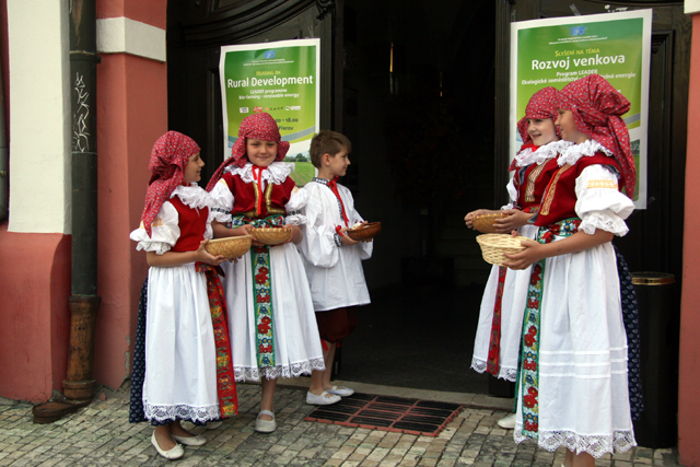 Children dressed in the traditional Moravian costume