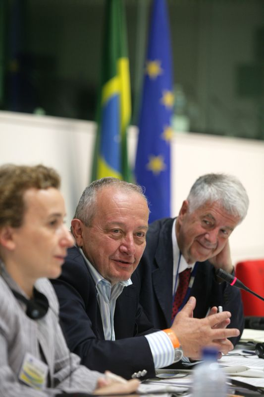 Photo of the 1st EU-Brazil Round Table