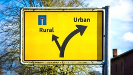 traffic sign: urban - to the right, rural - dead end