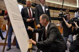 TEN Section President Janos Toth signed the Charter of Brussels on behalf of the EESC